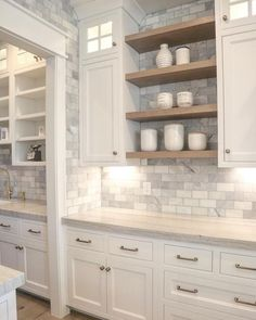 Loving this open shelving in this kitchen design from Heidi Haugen.design Loving this open shelving in this kitchen design from Heidi Haugen.design 📸 via Kitchen Decorating, Home Decor Kitchen, Decorating Ideas, Decor Ideas, Kitchen Hacks, Rustic Kitchen, Eclectic Kitchen, Neutral Kitchen, Cheap Kitchen