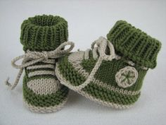 Baby Knitting Pattern ✓ Knitting baby sneakers themselves ✓ Get the knitting instructions and knit your baby& first . Baby Booties Knitting Pattern, Knit Baby Shoes, Knit Baby Booties, Baby Boots, Baby Knitting Patterns, Baby Patterns, Crochet Patterns, Knitted Baby, Booties Crochet