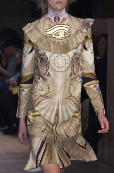 Givenchy Fall 2016 Ready-to-Wear Fashion Show Details: See detail photos for Givenchy Fall 2016 Ready-to-Wear collection. Look 15 Egyptian Fashion, Egyptian Beauty, Modern Fashion, High Fashion, Fashion Show, Womens Fashion, Vogue, Fashion Details, Fashion Design