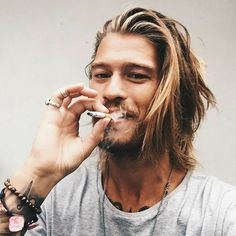 An image can tell a whole story Cool Hairstyles For Men, Haircuts For Men, Grunge Haircut, Smoking Celebrities, Medium Hair Styles, Long Hair Styles, Man Bun, Hair And Beard Styles, Mi Long