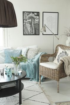 White Houses, Accent Chairs, Koti, Throw Pillows, Living Room, Homes, Interiors, Inspiration, Furniture