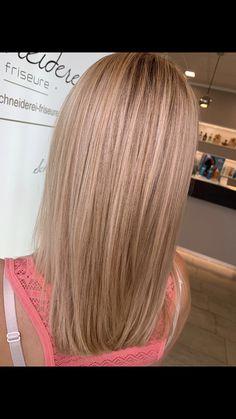 Blonde highlights with a rose smoothie by milkshake hair color Milkshake Hair Products, Strawberry Blonde, Trends, Blonde Highlights, Haircolor, Hair Ideas, Smoothie, Blonde Hair, Hairstyle