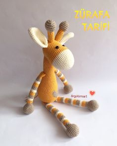 Amigurumi patterns / tutorial snowman / pattern in English Crochet Giraffe Pattern, Crochet Baby Hat Patterns, Crochet Baby Hats, Crochet Patterns Amigurumi, Cute Crochet, Amigurumi Doll, Crochet Toys, Crochet Pikachu, Giraffe Toy