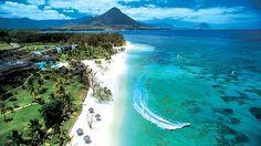 In Flic en Flac befindet sich der längste Sandtrand auf Mauritius, gesäumt von exotischen Filao-Bäumen