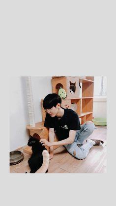 Wonwoo and dog black Mingyu Wonwoo, Seungkwan, Woozi, Seventeen Jun, Jeonghan Seventeen, Seventeen Scoups, Exo Red Velvet, Won Woo, Days And Months