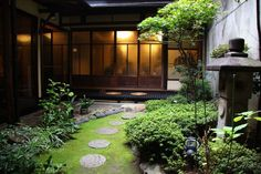 京町屋で絶品格安ランチ!坪庭を見ながら京料理を堪能![たびねす] 「創作料理とおすし季味」円をうまく取り入れたデザイン