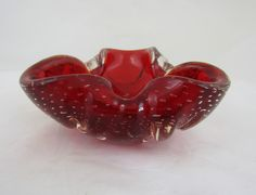 Sculpted three lobed bowl in bright red glass with controlled bubbles and pleats. My Glass, Glass Art, Life Paint, Military Pictures, Italian Art, Murano Glass, Pottery Art, Contour, Sculpting