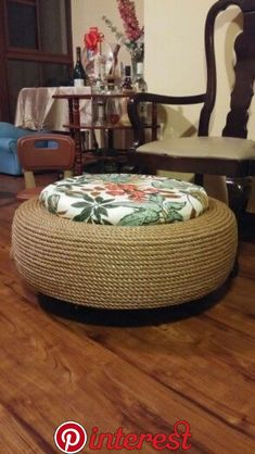 DIY Garden Decoration Tire Furniture, Diy Furniture Projects, Recycled Furniture, Home Decor Furniture, Diy Ottoman, Diy Sofa, Diy Garden Decor, Diy Home Decor, Tire Craft