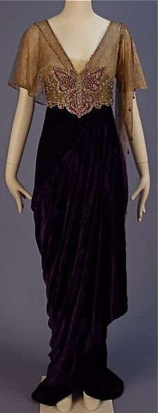 Evening gown by Joseph, New York, 1913. Panné silk with silk lace bodice…