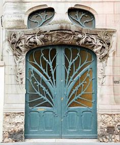 I absolutely adore this entry door. It's so fluid yet structured. (Kinda reminds me of my chain body jewelry line!) Plus, the finish looks like an antiqued Blue Copper!! :-D