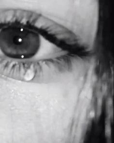 Crying Aesthetic, Aesthetic Movies, Bad Girl Aesthetic, Crying Girl, Aesthetic Photography Grunge, Emotional Photography, Emotional Songs, Applis Photo, Beautiful Nature Scenes
