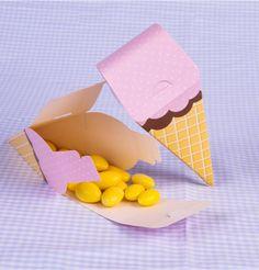 Caixinha em forma de sorvete que você pode dar como lembrancinha diferente na sua festa.
