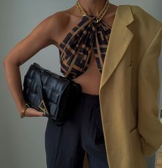 Classy Outfits, Chic Outfits, Trendy Outfits, Fashion Outfits, Womens Fashion, Fashion Fashion, Fendi Scarf, Scarf Top, Mode Outfits