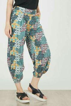 Teen Fashion, Fashion Outfits, Womens Fashion, Batik Fashion, Pants For Women, Clothes For Women, How To Purl Knit, Pants Pattern, Kebaya
