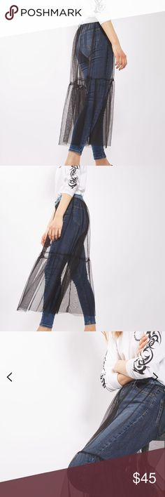 🌟N E W🌟TOPSHOP MOTO Tulle Skirt Jamie Jeans Topshop MOTO Tulle Skirt Jamie Jeans, brand new with tags, absolutely gorgeous, wear with a white/black/any color top, size W 25, L 32 (00/0), high-rise ankle grazers, material is 92% cotton., super comfortable! Topshop Jeans