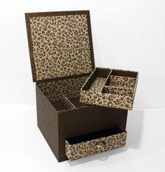 Un tiroir et un casier amovible.  Réalisé par Michèle L.