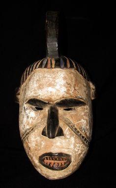 Arte africana: Máscara da etnia Igbo, em madeira entalh..