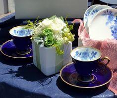 「幸せの青い薔薇」、これからのお二人にピッタリ♪ Chocolate Fondue, Tableware, Desserts, Food, Tailgate Desserts, Dinnerware, Deserts, Tablewares, Essen