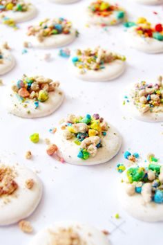 Cereal Macarons with Cereal Milk Frosting #marshmallows