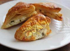 Muska Böreği Empanadas, Spanakopita, Bread Baking, Cauliflower, Cabbage, Bakery, Tart, Cheese, Snacks