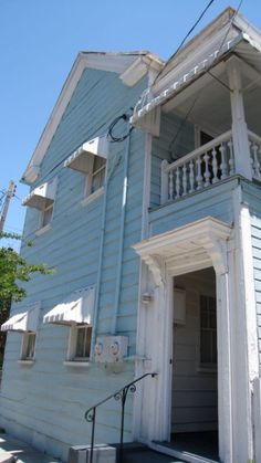 1000 images about charleston single house on pinterest for Charleston single house