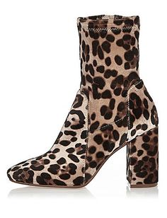 Accessorize to Maximize: Step Into Fall In Style with these Wide Width Booties http://thecurvyfashionista.com/2016/11/wide-width-booties/