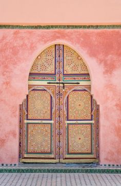 Tiled pink walls with inset mosaic decorated doors... ❤