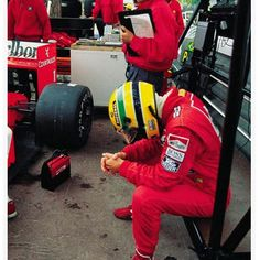 Ayrton Senna durante os treinos para o GP de Monaco de 1989 - Corrida 3 das 16 da temporada da F1.   Ayrton Senna during practice for the 1989 Monaco GP - Race 3 of the 16 in the F1 season.  #ayrtonsenna #senna #thebest #simplythebest #racing #f1 #formula1 #1989 #monaco #montecarlo