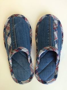 Denim Shoes, Denim Bag, Crochet Shoes, Crochet Slippers, Sewing Slippers, Denim Ideas, Denim Crafts, Recycle Jeans, Shoe Pattern