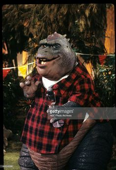 Dinosaurs Tv Series, Earl Sinclair, History Of Television, Abc Photo, Looney Tunes, Photo Archive, Painted Rocks, Concept Art, Tv Shows