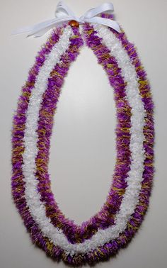 graduation leis Flat three straw lei made with purple and fern colored eyelash yarn and white ka Ribbon Lei, Diy Ribbon, Ribbon Crafts, Yarn Crafts, Money Lei, Hawaiian Flowers, Hawaiian Leis, Haku, Flower Lei