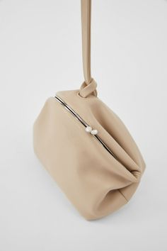 Small Leather Goods, Summer Bags, Pouch Bag, Leather Pouch, Jil Sander, Bag Accessories, Bucket Bag, Metallica, Bag Design