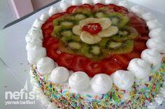 Meyve Şöleni Yaş Pasta Tarifi - Nefis Yemek Tarifleri - http://www.nefisyemektarifleri.com/meyve-soleni-yas-pasta-tarifi/#