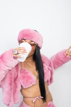 Fashion killa right here with this pink fur! Pink Fashion, Fashion Outfits, Womens Fashion, Hip Hop Fashion, Fashion Black, Black Girl Magic, Black Girls, Mode Rose, Streetwear