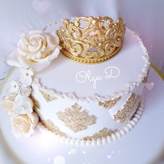 No photo description available. 25th Birthday Cakes, Birthday Parties, Torta Angel, Soutache Tutorial, Crown Cake, Cakes For Boys, Edible Art, Baby Shower Cakes, Beautiful Cakes