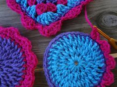 Several Tutorials on adding scalloped edging to crochet work