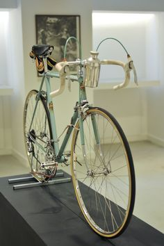 Fausto Coppi's bike Beautiful bike. Great color and I love the water bottle cage location.