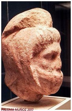 Cabeza de mármol. Guerrero persa. Mausoleo de Halicarnaso. Marble head. Persian warrior. Mausoleum at Halicarnassus.