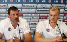 Handball: HC Erlangen empfängt den VfL Gummersbach. (Foto: HJKrieg, hl-studios, Erlangen, v.l.): HC-Trainer Robert Andersson und #AndreasSchröder #HJKrieg #hcerlangen #erlangen #hce @erlangen_de #DKBHBL