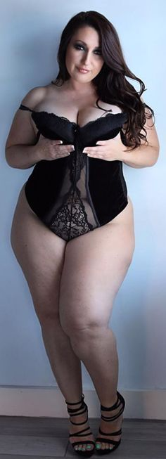BEAUTIFUL THICK CURVY PAWG BBW # THICK THIGHS & LEGS A DEFINITE G THANG