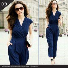 Excelente opción para verte sofisticada. http://blog.oemoda.com/2013/01/31/pantalones-para-cocteles-de-noche/