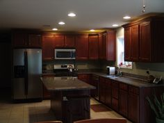 Cherry Cabinet/Granite Counters/Stainless Steel Appliances Kitchen