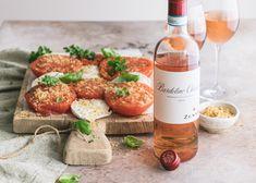 Lämmin tomaatti-mozzarellasalaatti & kesän ykkös rosé Salads, Wine, Drinks, Bottle, Food, Beverages, Flask, Drink, Meals