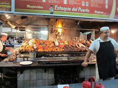 Mercado del Puerto; Montevideo, Uruguay Comer en la barra la mejor opción