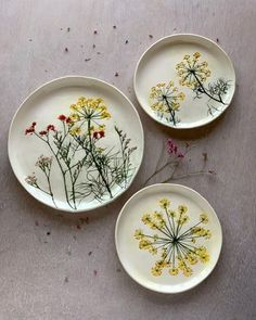 Ceramics Hessa Al Ajmani ! keramik hessa al ajmani ! Diy Ceramic, Painted Ceramic Plates, Hand Painted Ceramics, Ceramic Painting, Ceramic Mugs, Handmade Ceramic, Ceramic Bowls, Ceramic Artists, Handmade Art