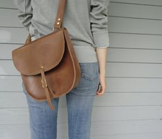 Soooo want a leather saddle bag purse :o) Looks Style, Style Me, Classic Style, My Bags, Purses And Bags, Women Accessories, Fashion Accessories, Leather Saddle Bags, Swagg