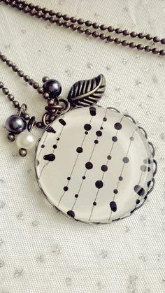 Collier cabochon verre motif abstrait noir et blanc : Collier par soo-happy