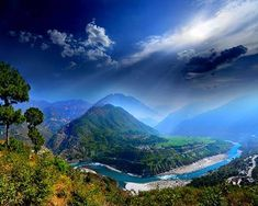 India is a scenic land blessed with unique culture, colorful people, royal history and picturesque locations. There is no dearth of pleasant surprises in India. Himachal Pradesh is one such scenic state that resembles a paradise. Honeymoon Destinations, Holiday Destinations, International Holidays, Travel Reviews, Hill Station, Travel Aesthetic, Beautiful Places To Visit, Travel And Leisure, Travel Goals