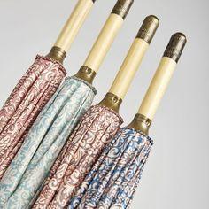 Paraguas Ezpeleta —#10641 Paraguas largo de mujer. 60/8 Madera manual con varillas de fibra de vidrio. Estampado flor romántica. Tejido poliéster. Surtido de 4 colores. Colección 2017. #umbrella #fashion #trend #packaging #morris #morrisflower