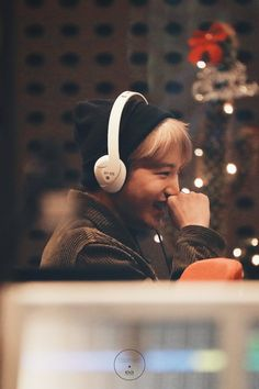 pls his smiling eyes and cheeks im so in love Baekhyun Chanyeol, Exo Kai, Exo Ot12, Kaisoo, Chanbaek, Shinee, Exo Fanart, Sekai Exo, Nct